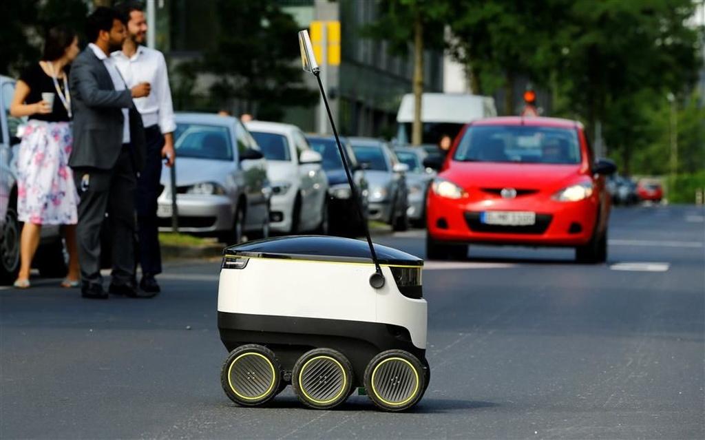 İtaliyada robot-kuryer sınaqdan keçirilib
