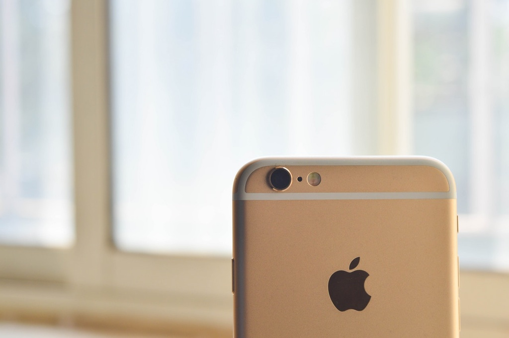 Apple uşaqların smartfondan aslılığına qarşı mübarizə aparacaq
