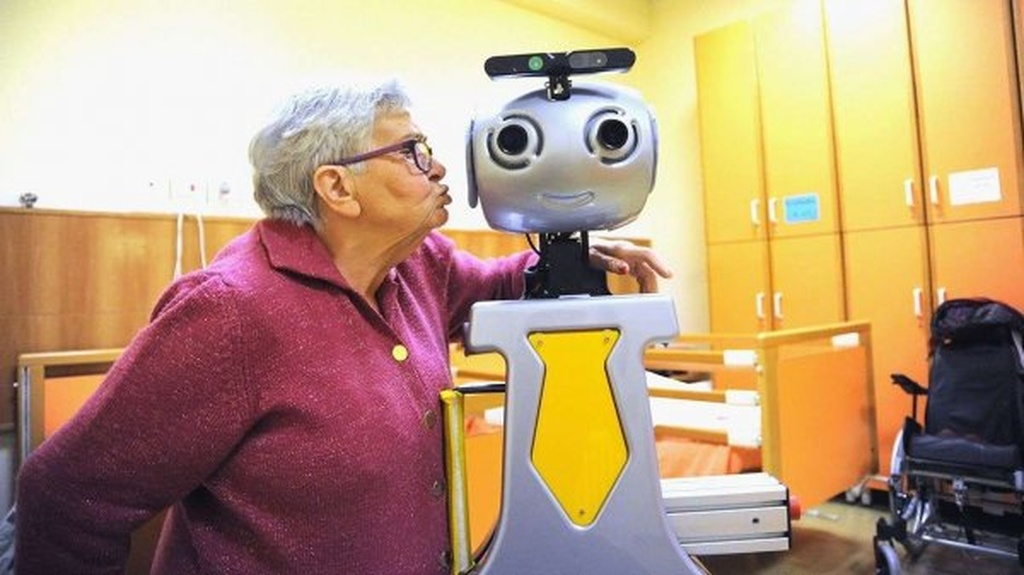 Yaponiyada robotlar yaşlıların qayğısına qalacaq