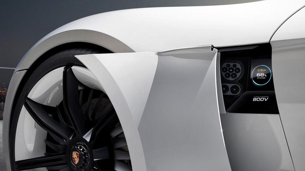 Porschenin İlk Elektrikli Avtomobili Mission E, 15 Dəqiqəlik Enerji ilə  400 Kilometr Gedəcək!