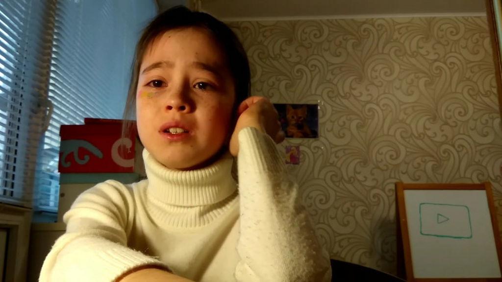 Pərəstişkar görüşünə kimsə gəlməyincə ağlayan kiçik YouTuber-ə dəstək yağdı