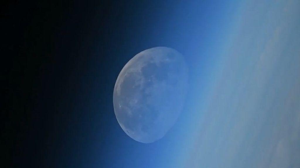 Rus kosmonavt Oleg Artemyev, kosmosdan ayın batışını yayımladı!