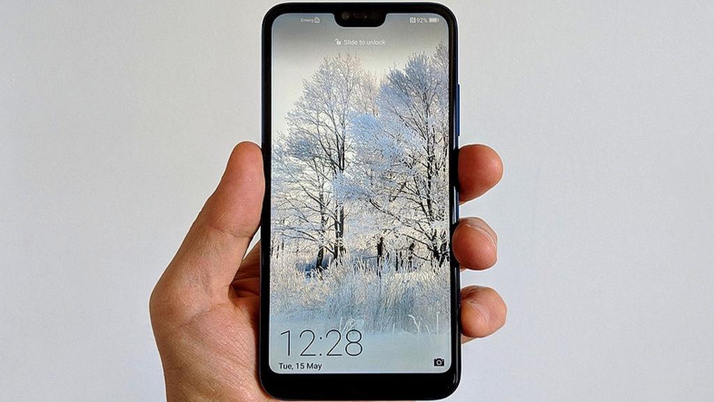 Huawei P20-ni bahalı tapanlara: Qarşınızda möhtəşəm dizaynıyla Huwei Honor 10
