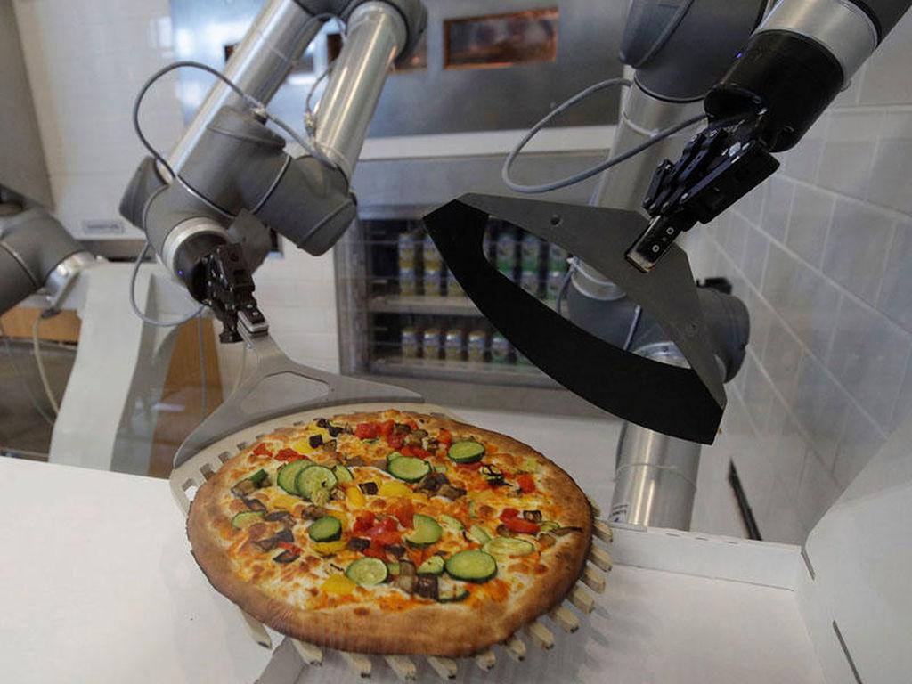 30 saniyəyə pizza hazırlayan robot